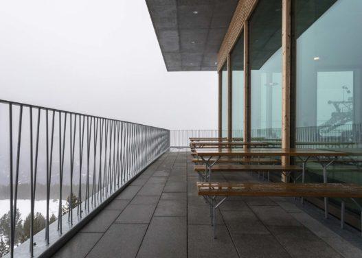 Patscherkofelbahn Tische und Holzbänke für Außenbereich