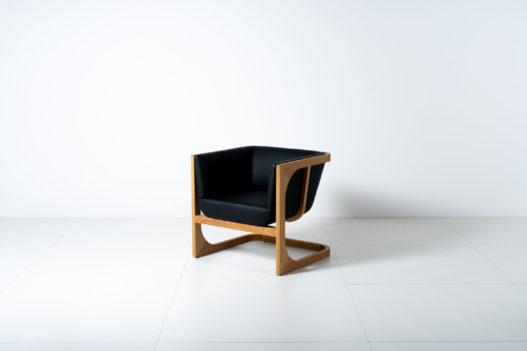 Trewit Crafted Collection Fauteuil Eiche und schwarze Polsterung