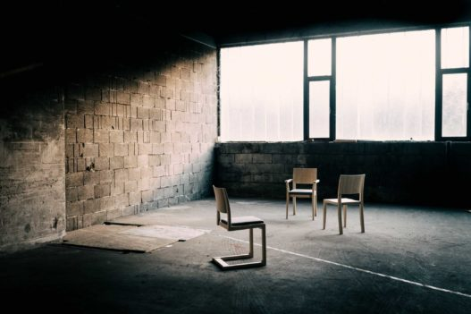 Trewit Stühle der Kollektion Hugo Egon in Esche