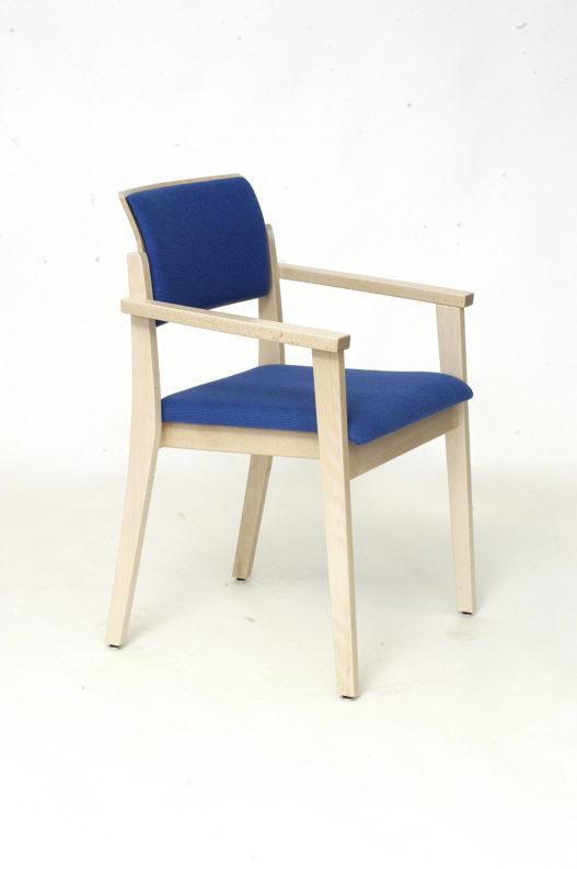 Stuhl Tiss mit Armlehnen und blauer Sitz- und Rückenpolsterung