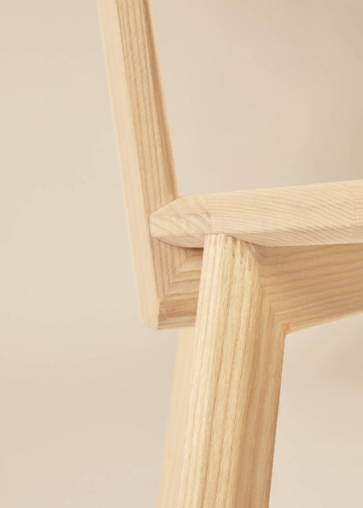 Trewit Stuhl Kofel aus Massivholz Detail