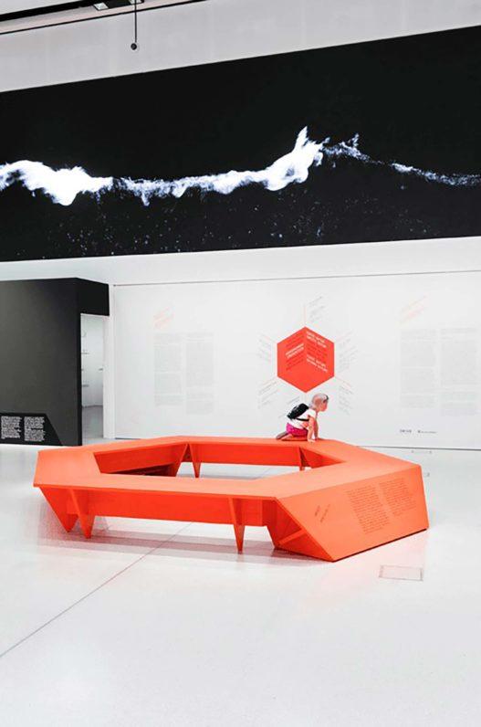 Trewit Sitzbank rot bei Ars Berlin Austellung