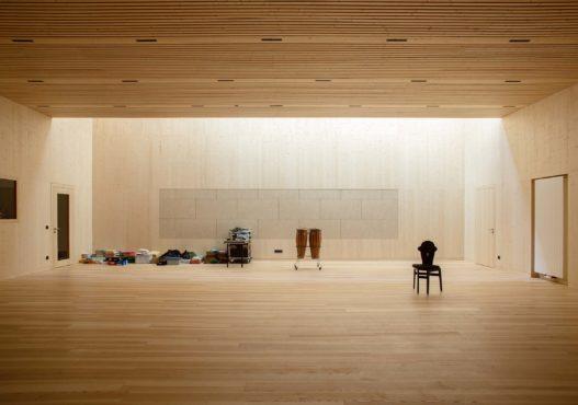Massivholzmöbel für Musikräume