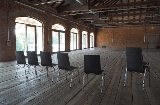 Trewit Stühle im Saal des Kitzmantelfabrik Museums