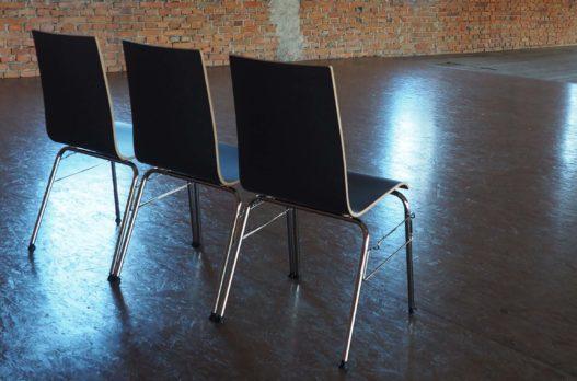 Detailansicht von hinten der Trewit Stühle im Kitzmantelfabrik Museum