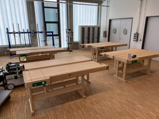 Hobelbänke in Arbeitsraum der Berufsschule Eichstätt