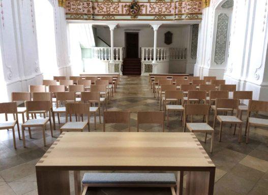 Altar aus Massivholz in Akademikerkapelle Kremsmünster