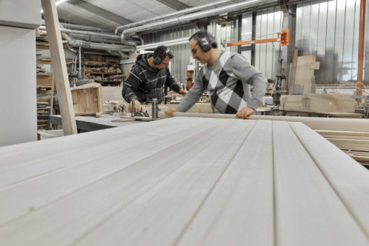 Massivholz Tischfräse in Trewit Werkstatt