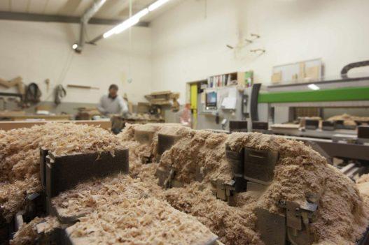 Massivholz Sägespäne in Werkstatt