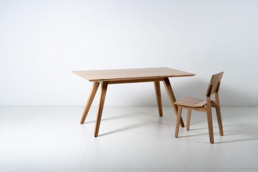 Tisch und Stuhl Kurt aus Massivholz von Trewit
